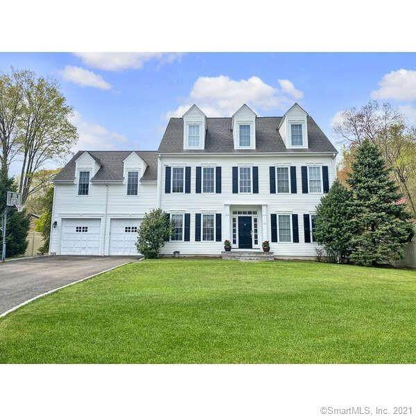 10 Riverbank Court, New Canaan, CT 06840 (MLS #170394933) :: Coldwell Banker Premiere Realtors