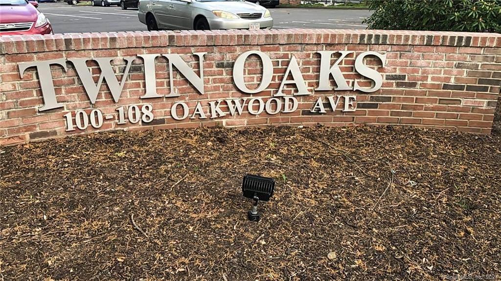 106 Oakwood Avenue - Photo 1