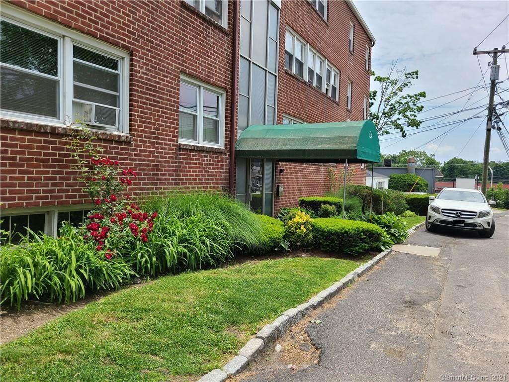 324 Strawberry Hill Avenue - Photo 1