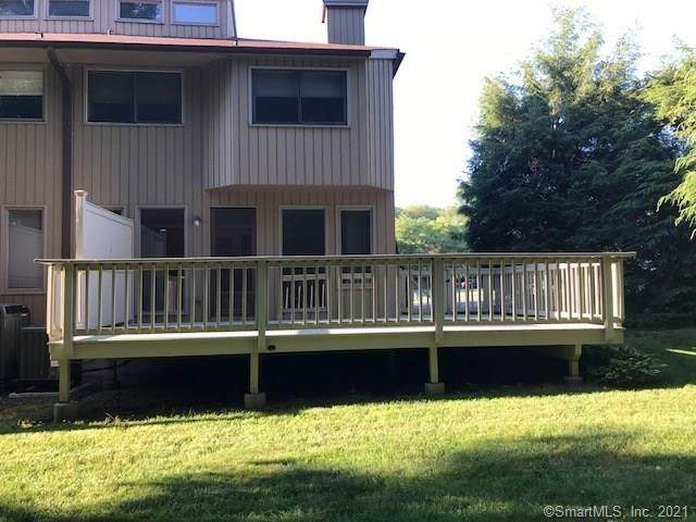 30 Far View Commons #30, Southbury, CT 06488 (MLS #170409707) :: The Higgins Group - The CT Home Finder