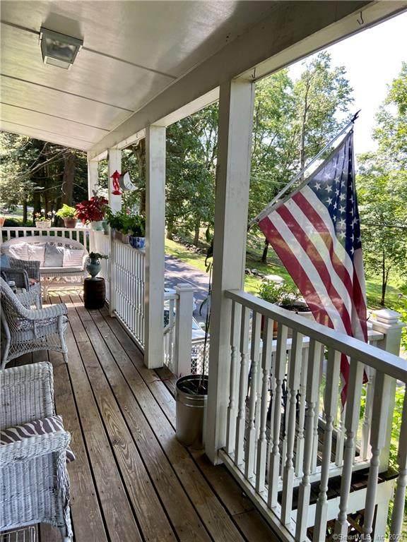 38 Philo Curtis Road, Newtown, CT 06482 (MLS #170409765) :: Spectrum Real Estate Consultants