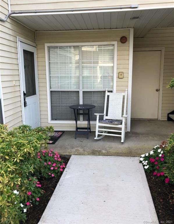 28 Carriage Crossing Lane #28, Middletown, CT 06457 (MLS #170433054) :: Kendall Group Real Estate   Keller Williams