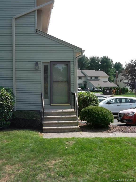 702 Summer Hill Drive - Photo 1