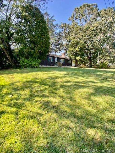 4 Lantern Lane, East Lyme, CT 06357 (MLS #170441261) :: Michael & Associates Premium Properties   MAPP TEAM