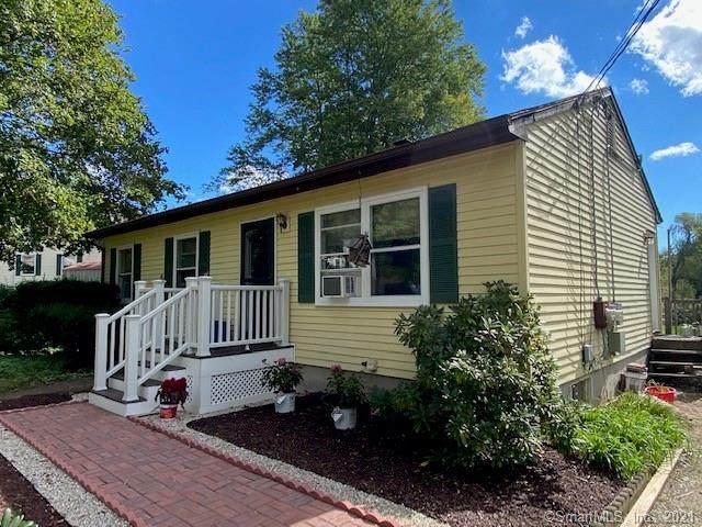 33 Sunset Avenue, Putnam, CT 06260 (MLS #170443781) :: Michael & Associates Premium Properties | MAPP TEAM