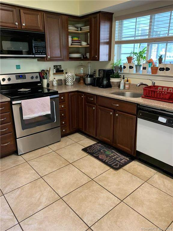3 Forest Glen Circle #7, Middletown, CT 06457 (MLS #170445298) :: Chris O. Buswell, dba Options Real Estate