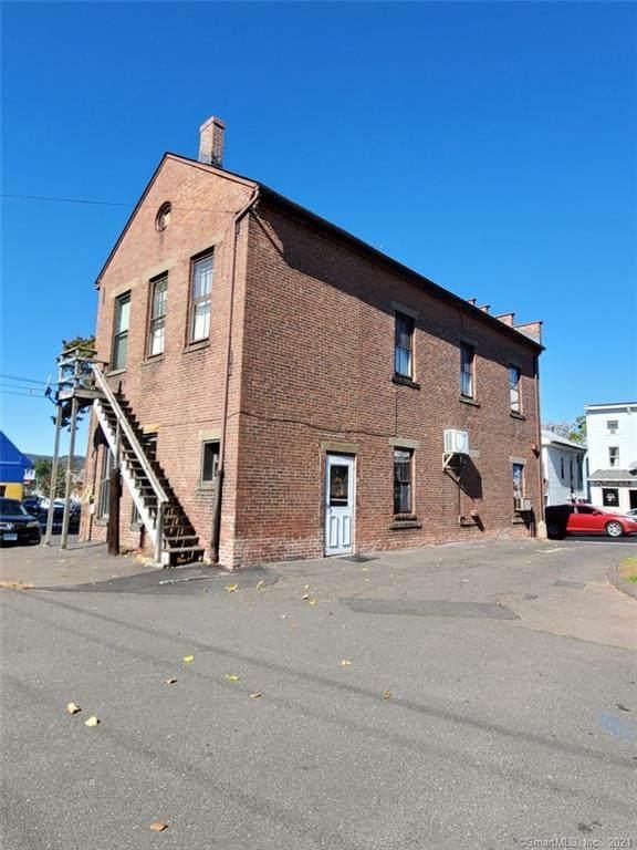 303 E Main Street, Meriden, CT 06450 (MLS #170445901) :: Michael & Associates Premium Properties | MAPP TEAM