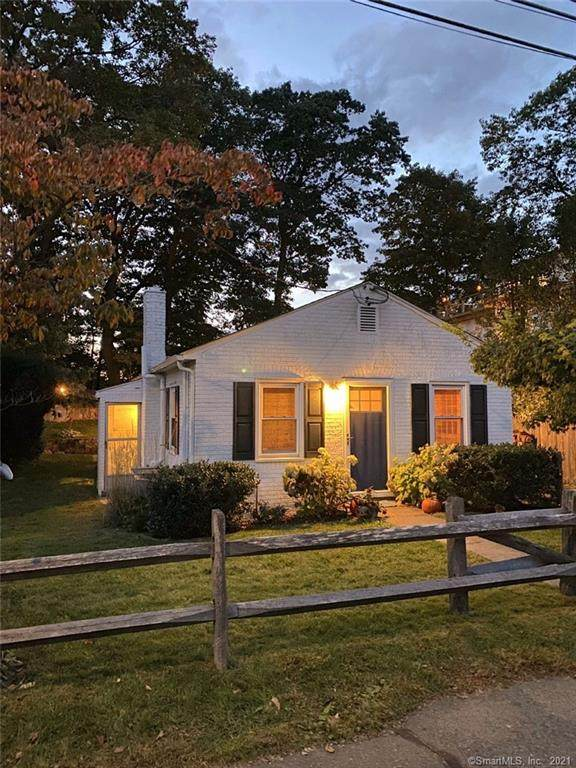 10 Cary Road, Greenwich, CT 06878 (MLS #170446975) :: Chris O. Buswell, dba Options Real Estate