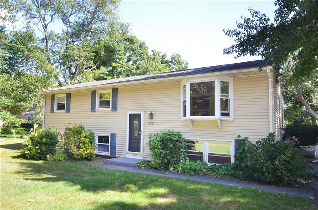 228 Maple Ave, Old Saybrook, CT 06475 (MLS #N10231860) :: Carbutti & Co Realtors