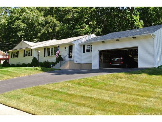 11 Robin Dr, E Haven, CT 06513 (MLS #N10231950) :: Carbutti & Co Realtors