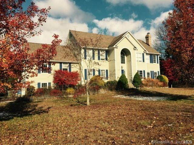 3 Plumb Creek Road, Trumbull, CT 06611 (MLS #170243957) :: The Higgins Group - The CT Home Finder