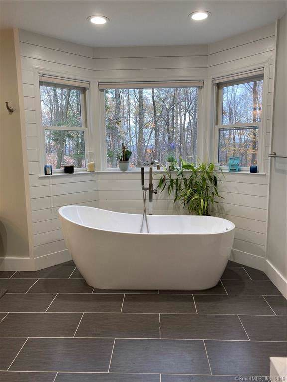 39 Horseshoe Ridge Road, Newtown, CT 06482 (MLS #170248244) :: Michael & Associates Premium Properties   MAPP TEAM