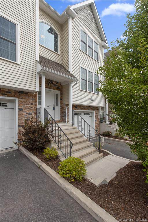 27 Short Oak Drive #27, Brookfield, CT 06804 (MLS #170312613) :: Kendall Group Real Estate | Keller Williams