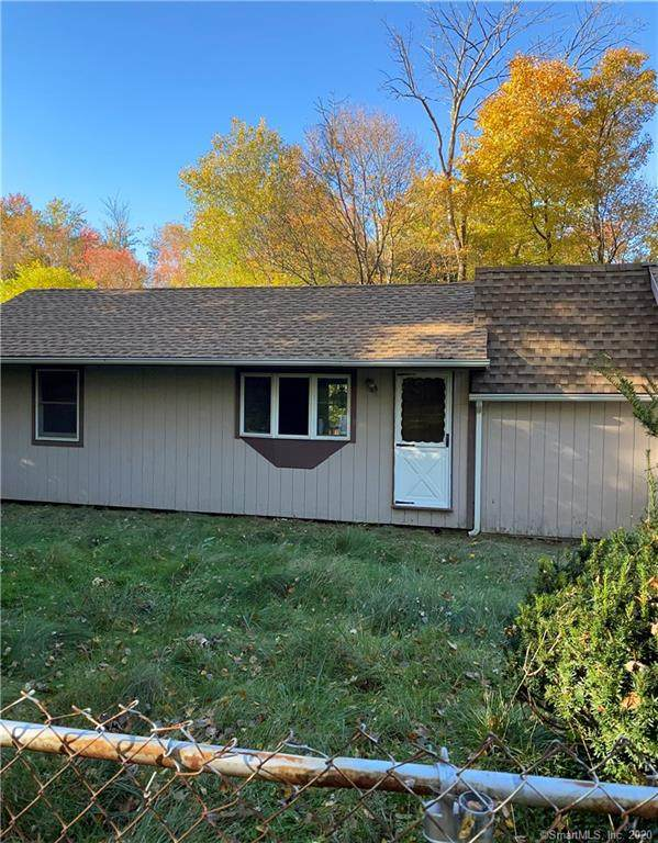 32 1/2 E Pembroke Road, Danbury, CT 06811 (MLS #170346784) :: Michael & Associates Premium Properties | MAPP TEAM