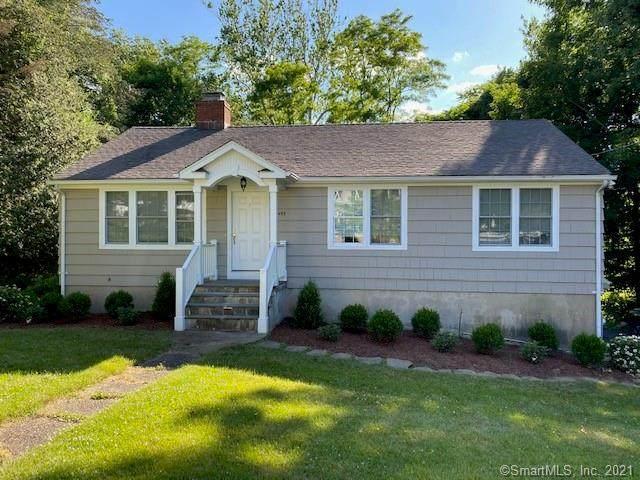 2493 N Benson Road, Fairfield, CT 06824 (MLS #170411469) :: Spectrum Real Estate Consultants