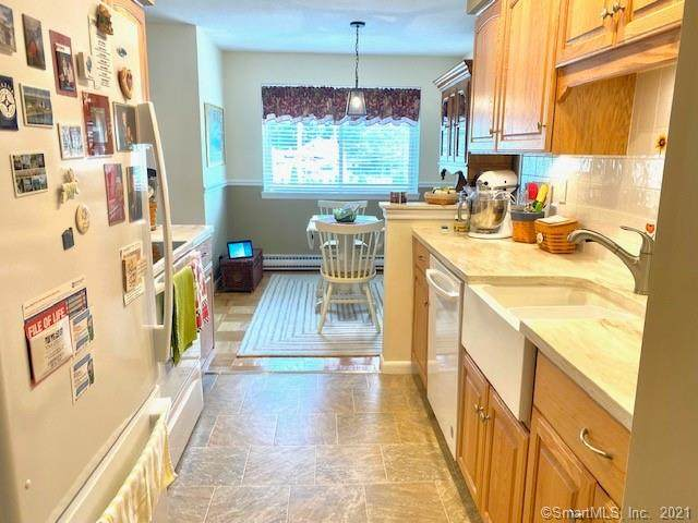 1700 Broadbridge Avenue C24, Stratford, CT 06614 (MLS #170440470) :: Carbutti & Co Realtors