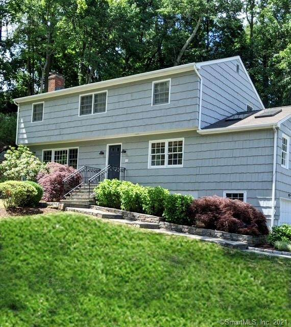 12 Saint George Place, Westport, CT 06880 (MLS #170408753) :: The Higgins Group - The CT Home Finder