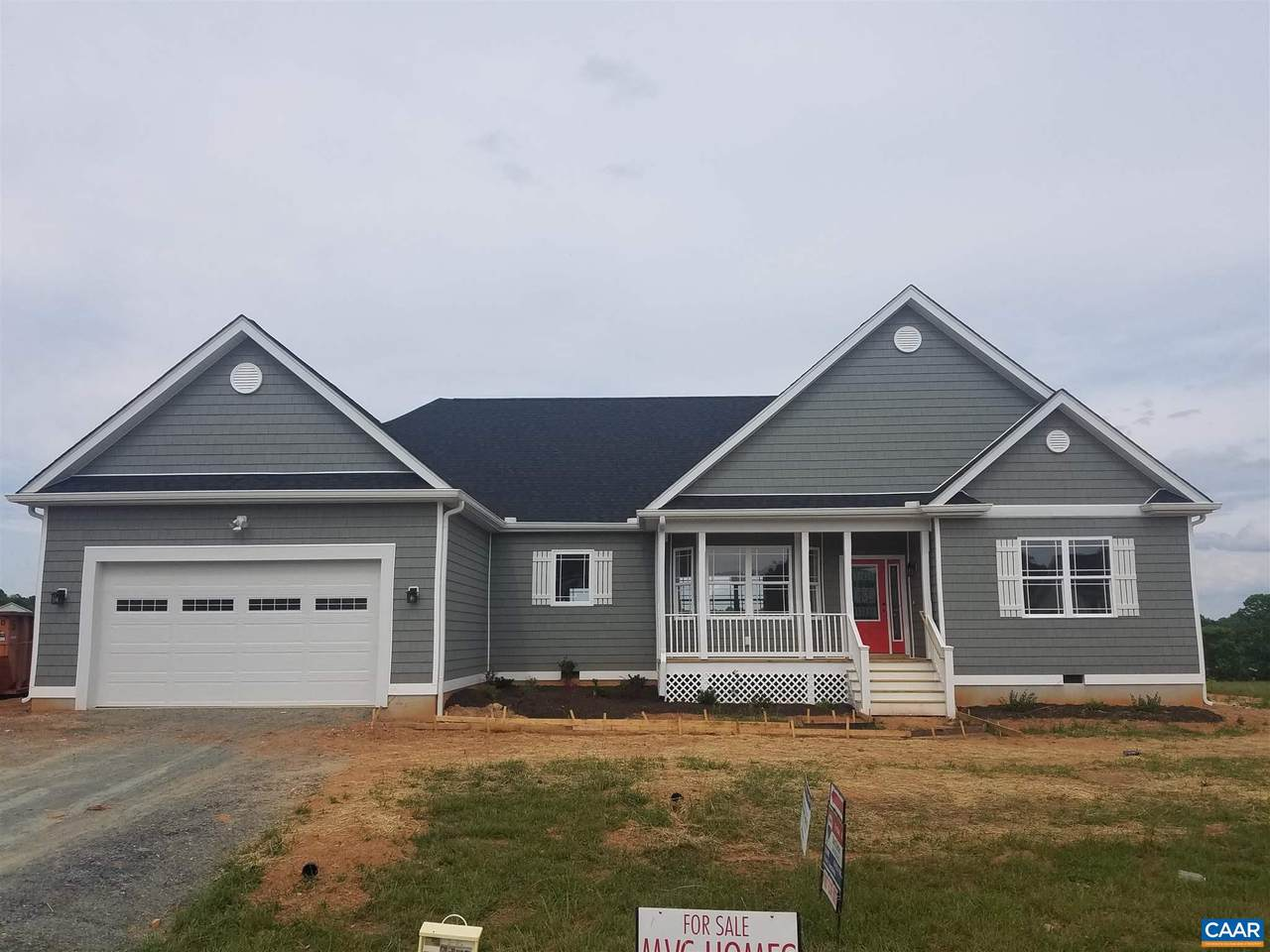 425 Rosewood Dr - Photo 1