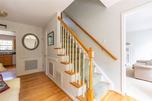 63 Woodlawn Dr, Palmyra, VA 22963 (MLS #595491) :: Jamie White Real Estate