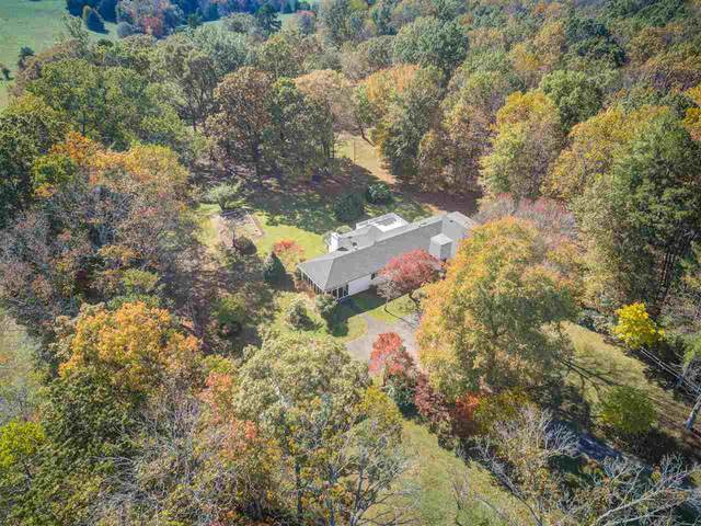 905 Frays Mountain Rd, Earlysville, VA 22936 (MLS #610088) :: Jamie White Real Estate