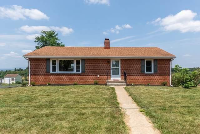 82 Kingsbury Dr, WAYNESBORO, VA 22980 (MLS #620377) :: KK Homes