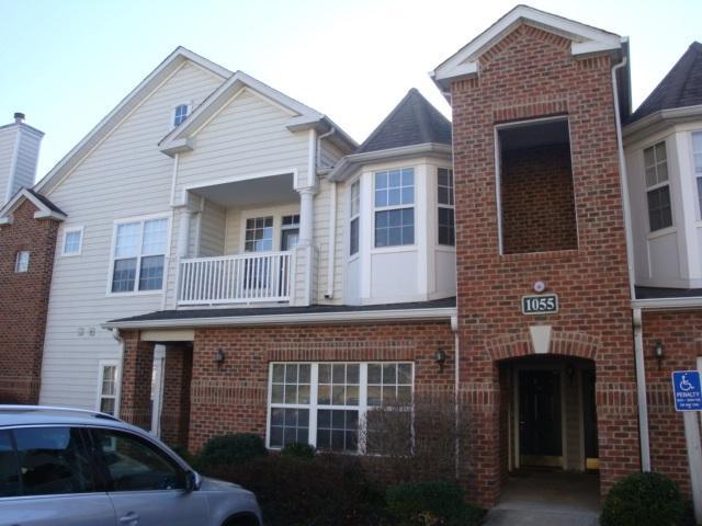1055 Weybridge Ct #301, CHARLOTTESVILLE, VA 22911 (MLS #589457) :: Jamie White Real Estate