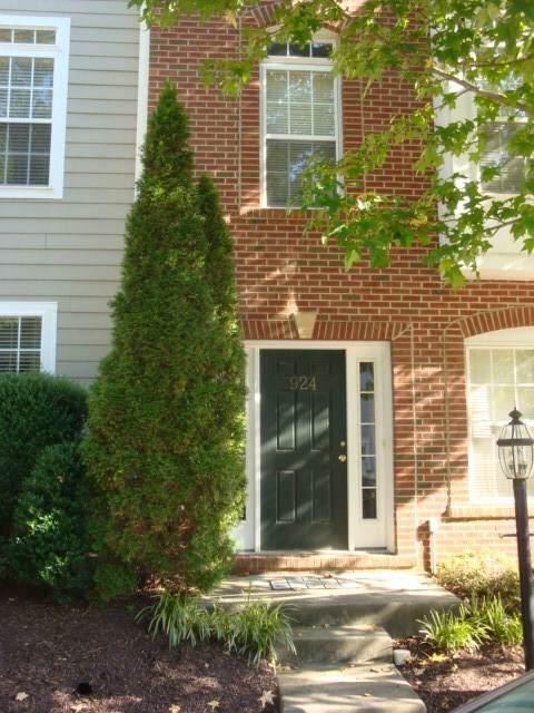 924 Rainier Dr, CHARLOTTESVILLE, VA 22903 (MLS #595610) :: Jamie White Real Estate