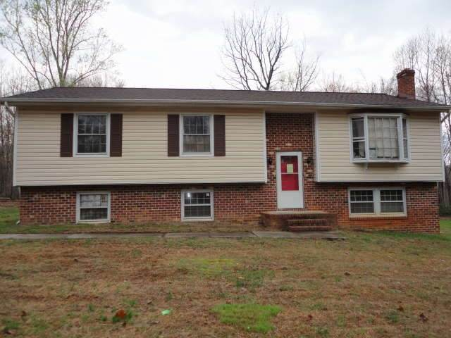 1207 Courthouse Dr, LOUISA, VA 23093 (MLS #601821) :: Real Estate III