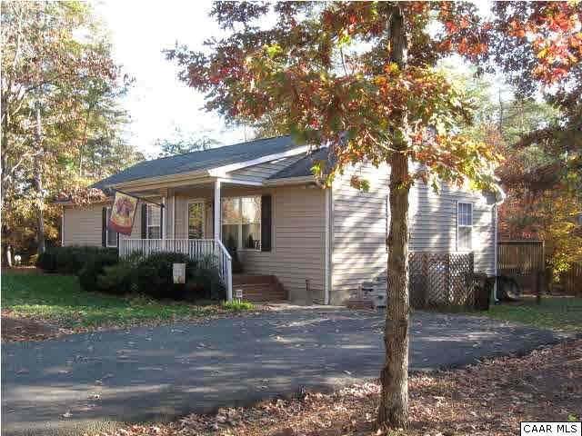 501 Jefferson Dr, Palmyra, VA 22963 (MLS #605545) :: Jamie White Real Estate