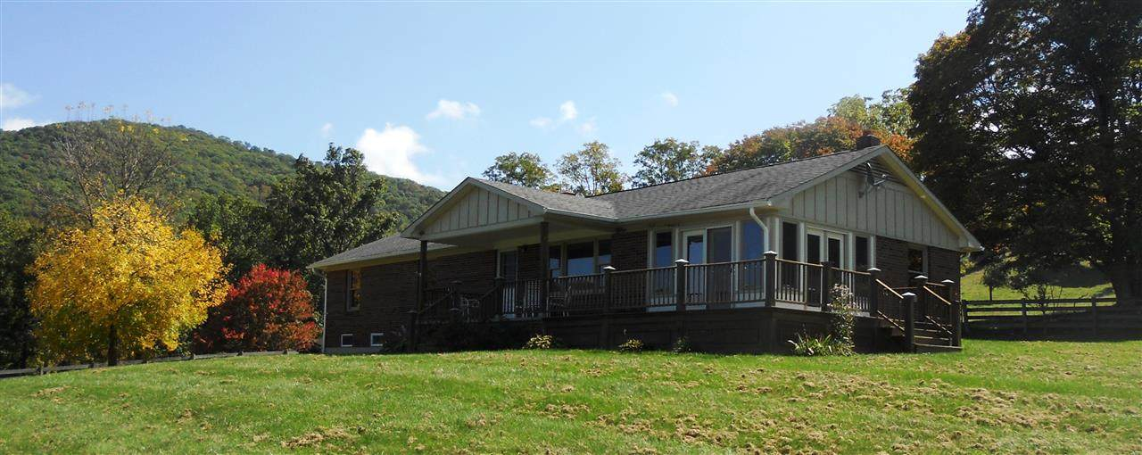 1540 Jack Mountain Rd - Photo 1