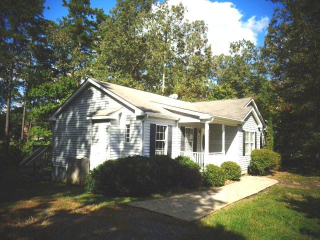 595 Jefferson Dr, Palmyra, VA 22963 (MLS #611222) :: Jamie White Real Estate
