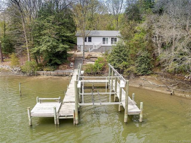 160 Creekshore Drive, Middlesex, VA 23043 (#1833134) :: Abbitt Realty Co.