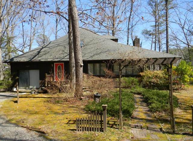 1136 Reed Drive, Urbanna, VA 23175 (#2108624) :: The Bell Tower Real Estate Team