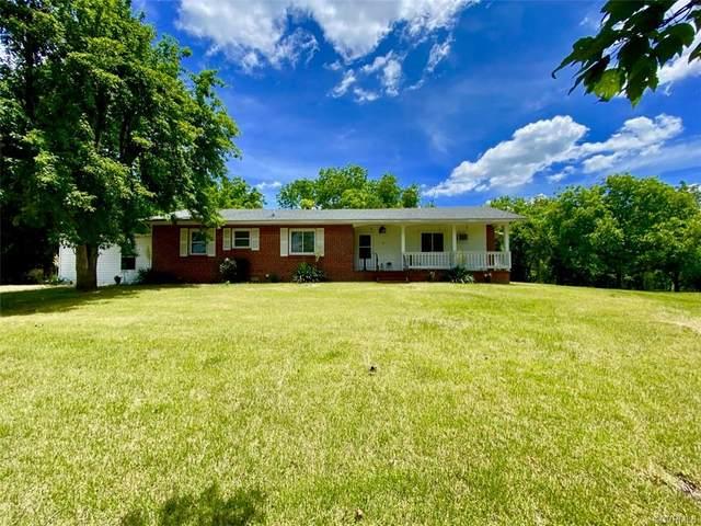 425 W Courthouse Road, Nottoway, VA 23930 (MLS #2116788) :: Treehouse Realty VA