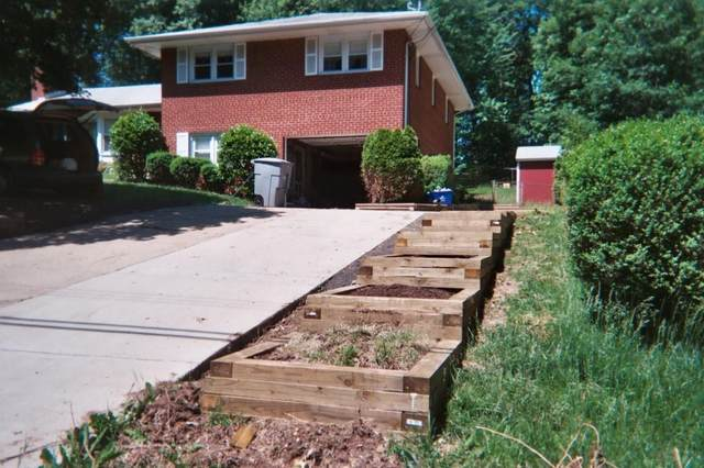 5900 Bush Hill Drive, Fairfax, VA 22310 (MLS #2130616) :: Village Concepts Realty Group