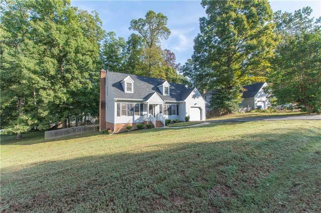 2706 Anglewood Drive, Chester, VA 23831 (MLS #2131400) :: Village Concepts Realty Group