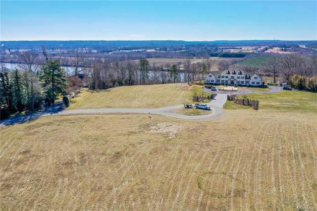 300 Riverside Court, Goochland, VA 23238 (MLS #2103616) :: Blake and Ali Poore Team