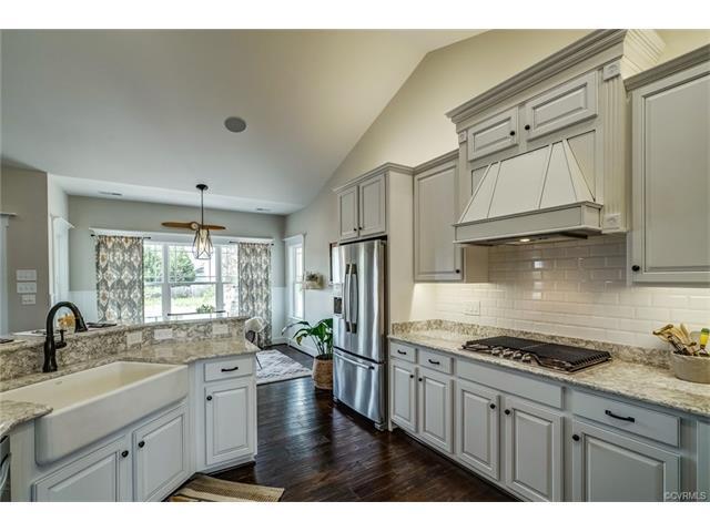 9504 Simpson Bay Drive, Mechanicsville, VA 23116 (MLS #1721631) :: Chantel Ray Real Estate