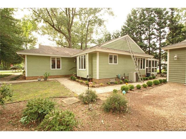 1 Kamps Lane, Kilmarnock, VA 22482 (MLS #1733176) :: Chantel Ray Real Estate