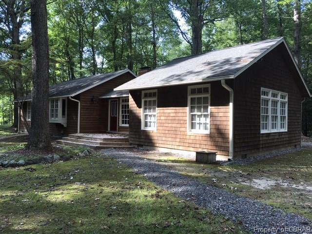 812 Rocky Point Landing, Cobbs Creek, VA 23035 (MLS #1733779) :: Chantel Ray Real Estate