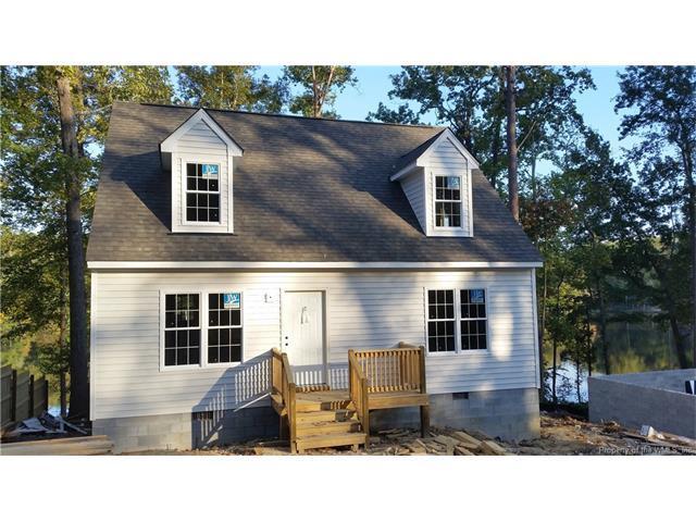 7136 Lakeshore Drive, Quinton, VA 23141 (MLS #1740466) :: Chantel Ray Real Estate