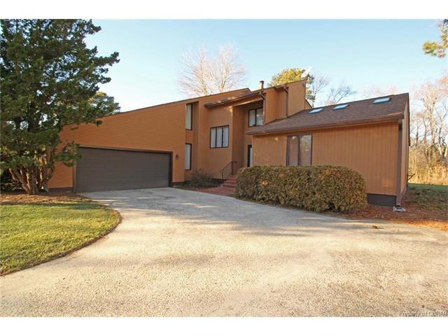 108 North Sioux Road, Kilmarnock, VA 22482 (MLS #1802129) :: Explore Realty Group