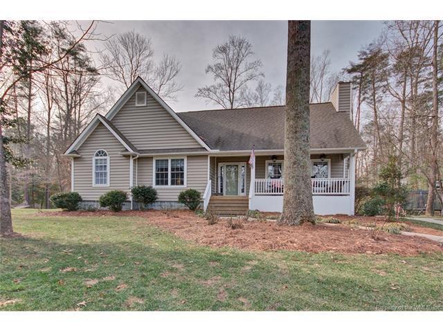 18 Quarters Cove Drive, Kilmarnock, VA 22576 (MLS #1802504) :: Chantel Ray Real Estate