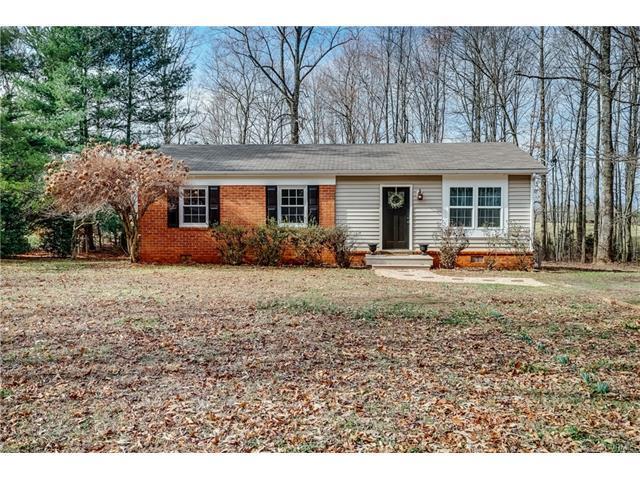 2896 Chapel Hill Road, Goochland, VA 23063 (MLS #1805812) :: RE/MAX Action Real Estate