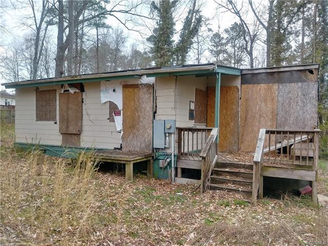 7175 Lakeshore Drive, New Kent, VA 23141 (MLS #1810467) :: Chantel Ray Real Estate