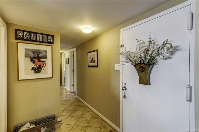 128 Prince Street #110, Tappahannock, VA 22560 (MLS #1810614) :: RE/MAX Action Real Estate