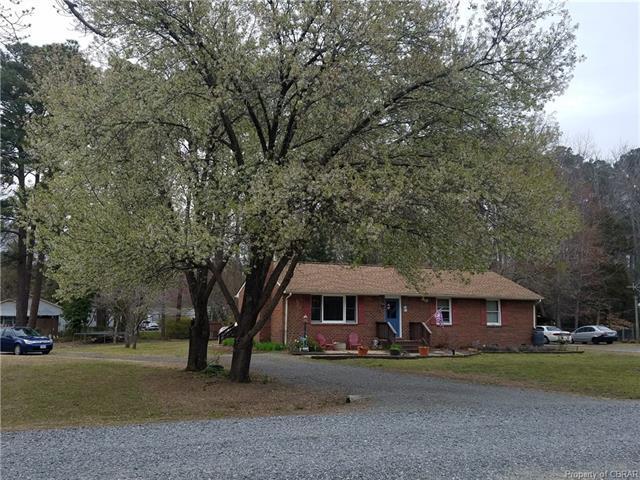 51 Greenway Drive, Hartfield, VA 23071 (#1811338) :: Abbitt Realty Co.