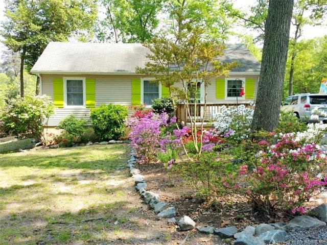 74 Laurel Lane, Cobbs Creek, VA 23035 (#1811840) :: Abbitt Realty Co.