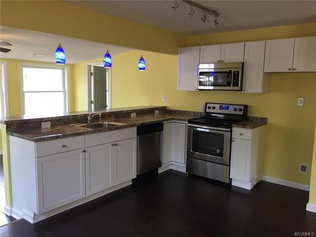 70 Oak Drive, Hartfield, VA 23071 (#1812474) :: Abbitt Realty Co.