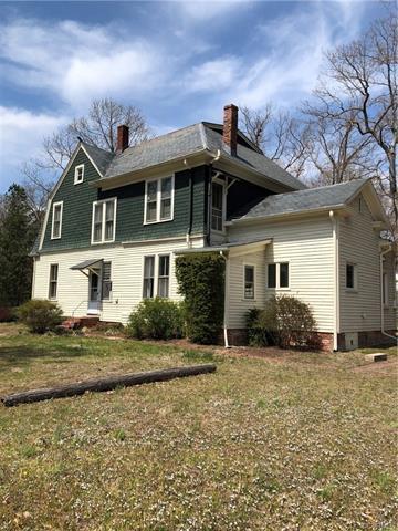 811 Brunswick Ave, Blackstone, VA 23824 (MLS #1812803) :: Chantel Ray Real Estate